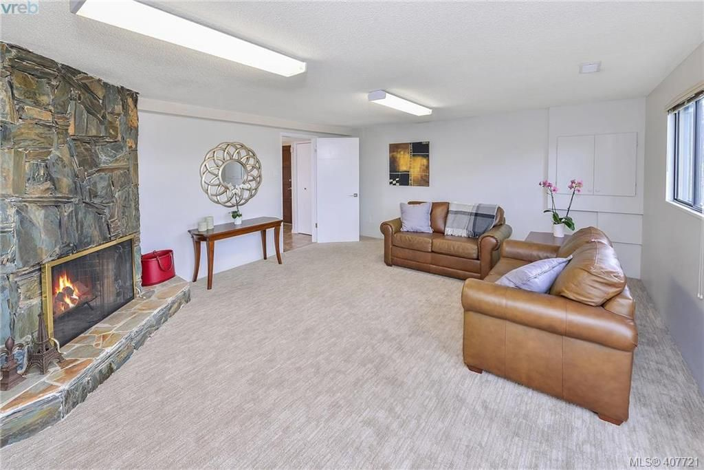 Photo 17: Photos: 3698 Kootenay Pl in VICTORIA: SE Cedar Hill House for sale (Saanich East)  : MLS®# 810256