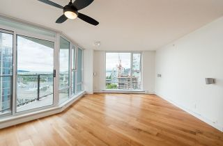 """Photo 3: 2302 583 BEACH Crescent in Vancouver: Yaletown Condo for sale in """"Park West 2 Yaletown"""" (Vancouver West)  : MLS®# R2179212"""