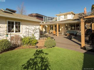Photo 2: 2595 Penrhyn St in VICTORIA: SE Cadboro Bay House for sale (Saanich East)  : MLS®# 833928