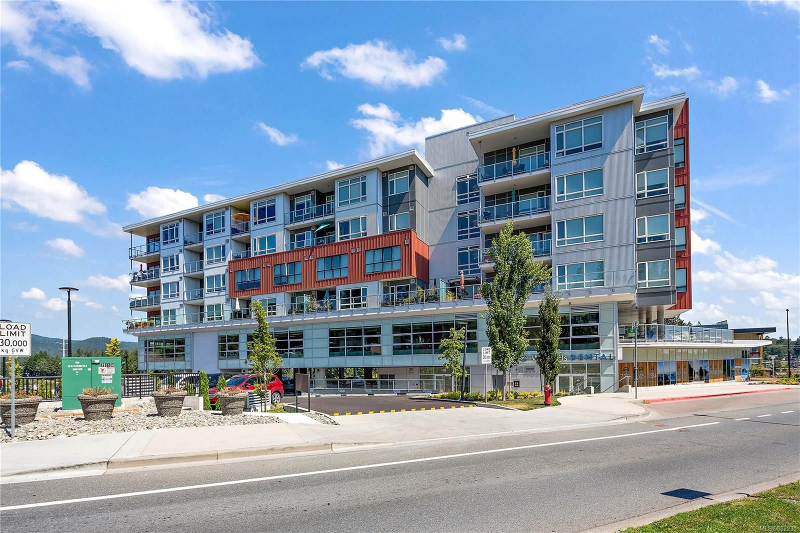 Main Photo: 512 1311 Lakepoint Way in Langford: La Westhills Condo for sale : MLS®# 882235