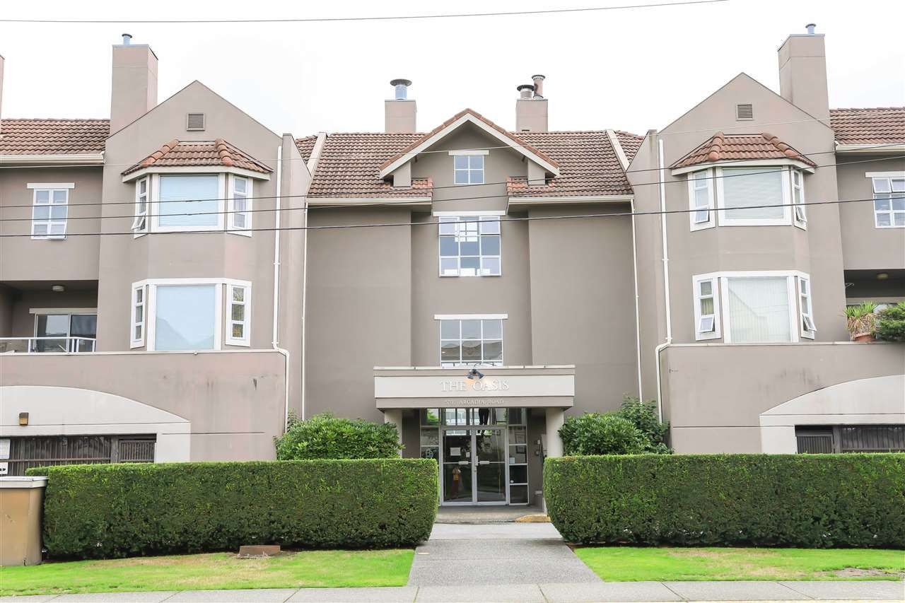 """Main Photo:  in Richmond: Brighouse Condo for sale in """"THE OASIS"""" : MLS®# R2407449"""