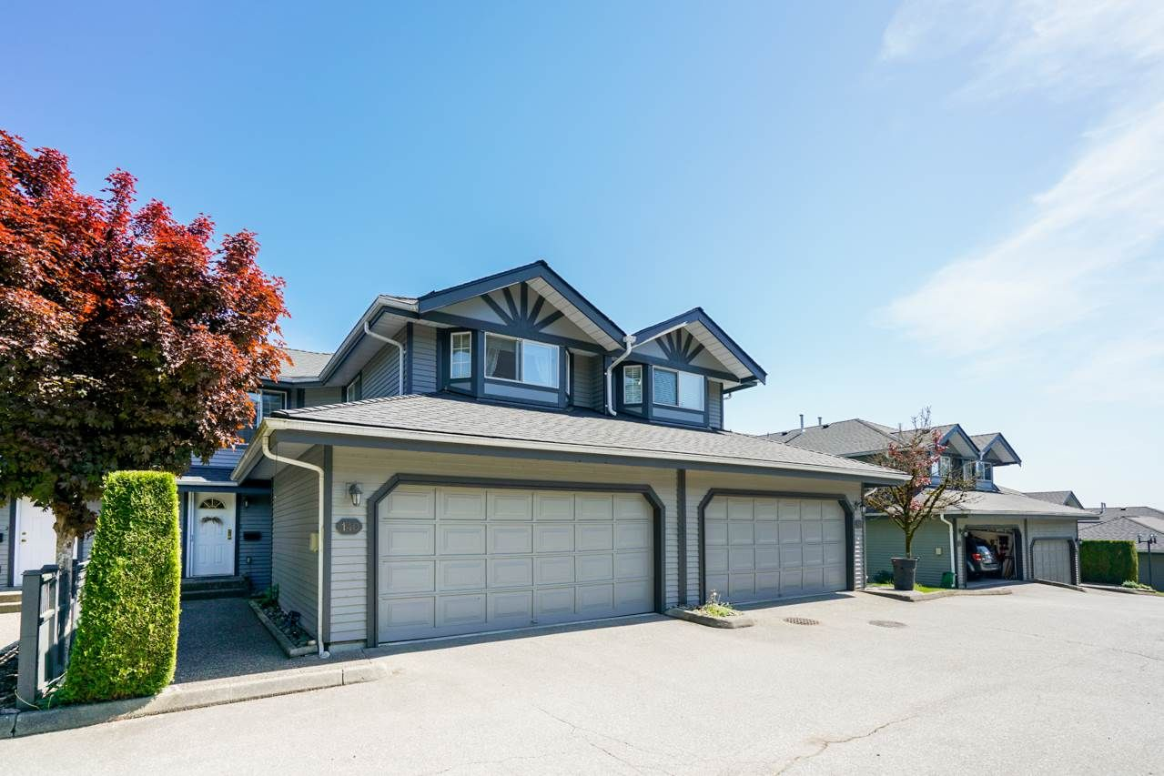 Main Photo: 140 1685 PINETREE WAY in Coquitlam: Westwood Plateau Townhouse for sale : MLS®# R2301448