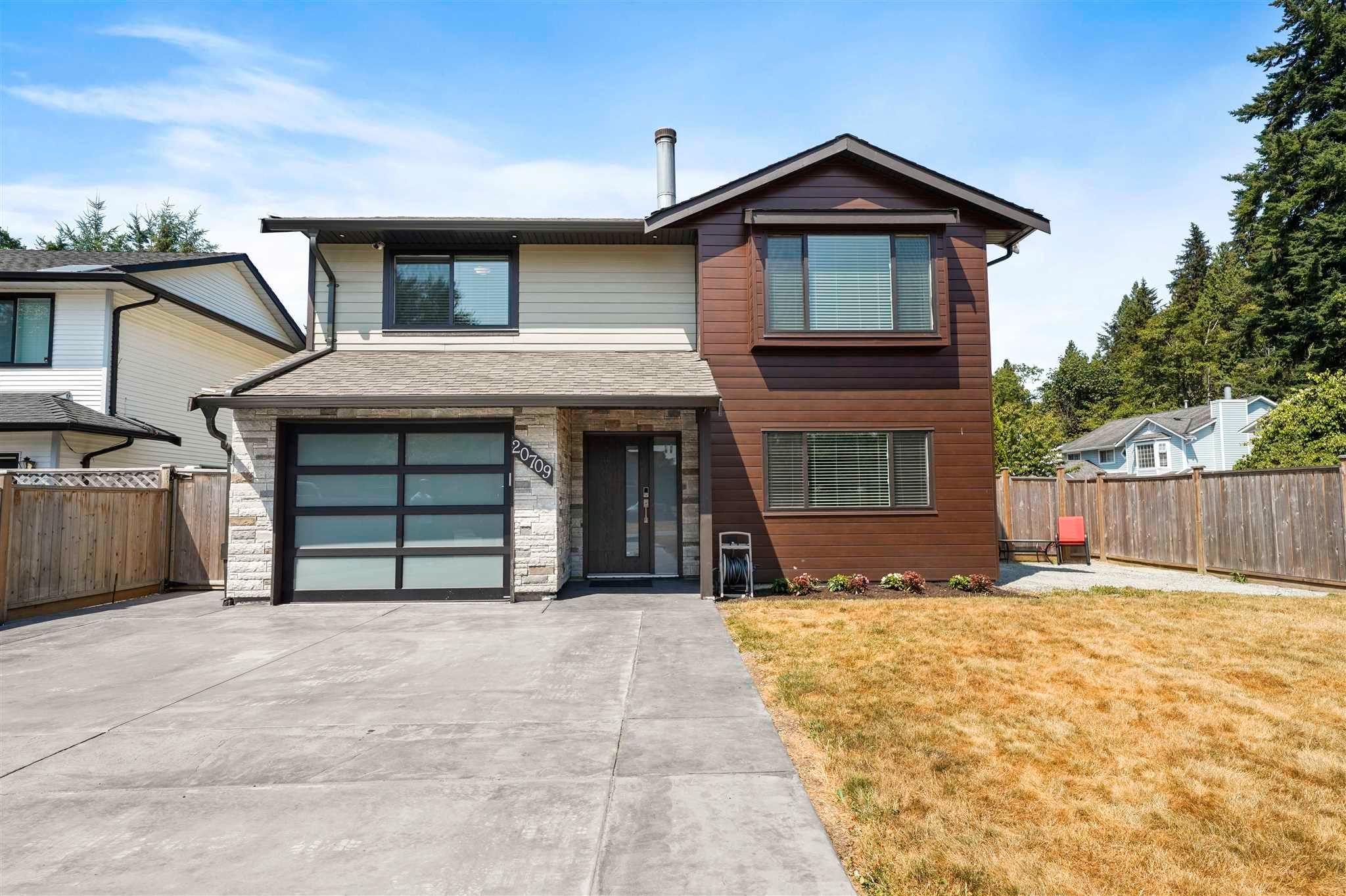 """Main Photo: 20709 120B Avenue in Maple Ridge: Northwest Maple Ridge House for sale in """"West Maple Ridge"""" : MLS®# R2605148"""