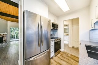 """Photo 10: 323 9101 HORNE Street in Burnaby: Government Road Condo for sale in """"WOODSTONE PLACE"""" (Burnaby North)  : MLS®# R2478594"""