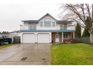 Photo 1: 6630 141A Street in Surrey: East Newton House for sale : MLS®# R2235512