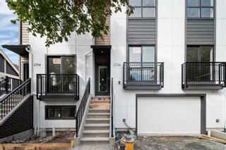 Photo 1: 2706 Graham St in Victoria: Vi Hillside Row/Townhouse for sale : MLS®# 884555