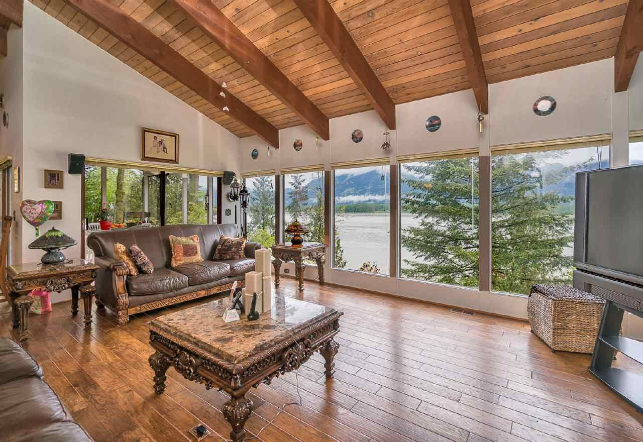 """Photo 5: Photos: 42831 OLD ORCHARD Road in Chilliwack: Chilliwack Mountain House for sale in """"CHILLIWACK MOUNTAIN"""" : MLS®# R2202760"""
