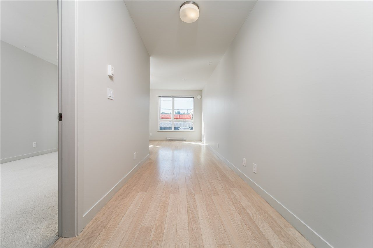 """Photo 7: Photos: 203 215 E 33RD Avenue in Vancouver: Main Condo for sale in """"33 & Main"""" (Vancouver East)  : MLS®# R2506740"""