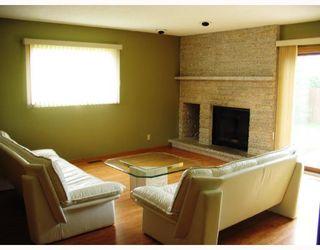 Photo 3: 10 KINSBOURNE GREEN Crescent in WINNIPEG: St Vital Residential for sale (South East Winnipeg)  : MLS®# 2813106