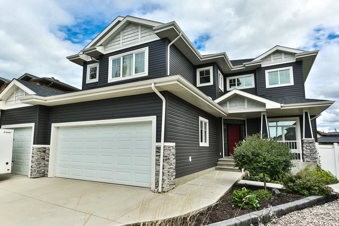 Main Photo: 155 FRASER Way NW in Edmonton: Zone 35 House for sale : MLS®# E4266277