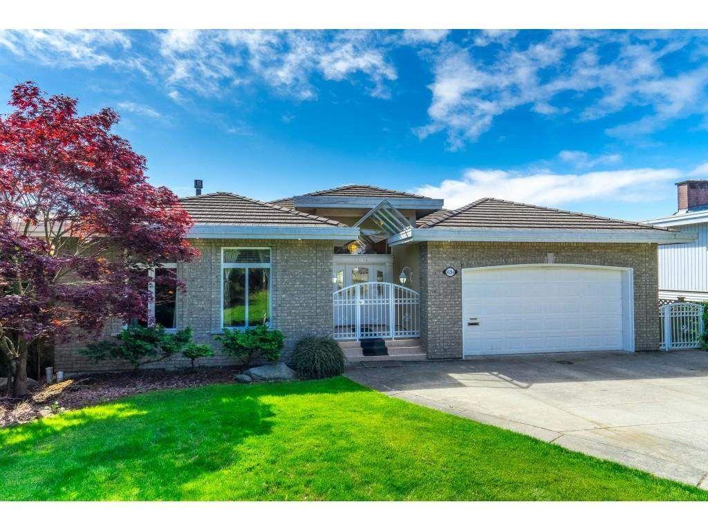 Main Photo: 14284 MAGDALEN Avenue: White Rock House for sale (South Surrey White Rock)  : MLS®# R2593446