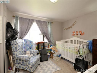 Photo 18: 907 Raynor in Victoria: Victoria West Home for sale : MLS®# 376909