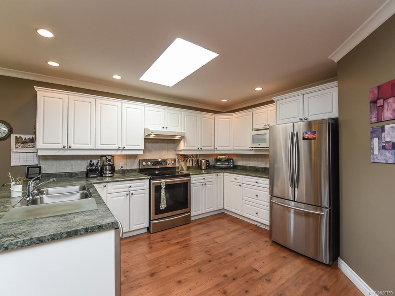 Photo 9: Photos: 2165 Stirling Cres in COURTENAY: CV Courtenay East House for sale (Comox Valley)  : MLS®# 826759