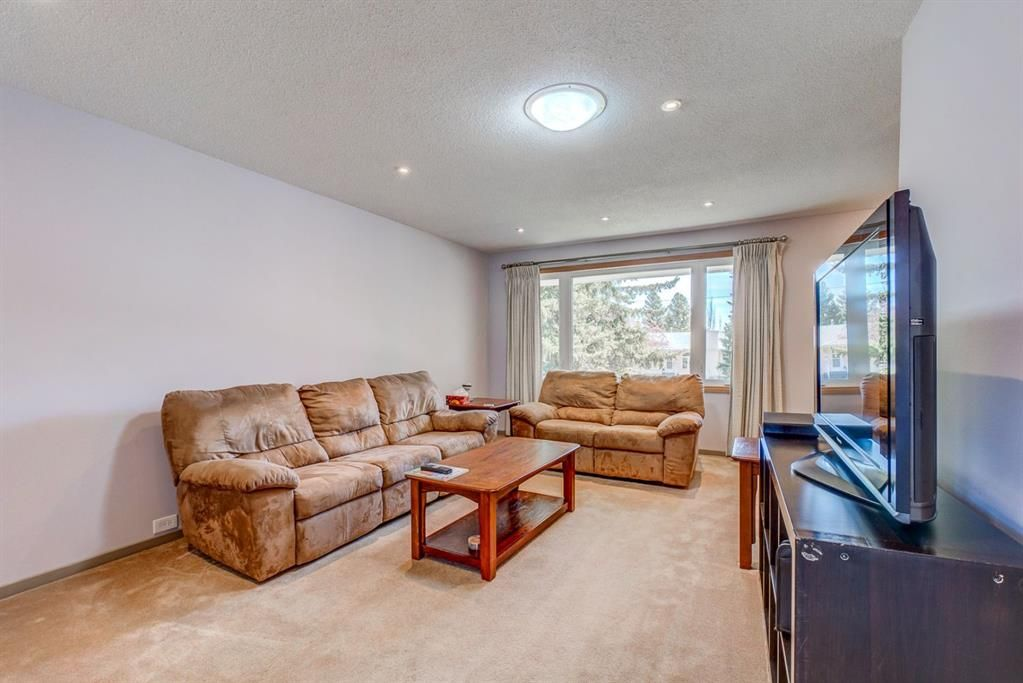 Photo 5: Photos: 499 Canterbury Drive SW in Calgary: Canyon Meadows Detached for sale : MLS®# A1107365