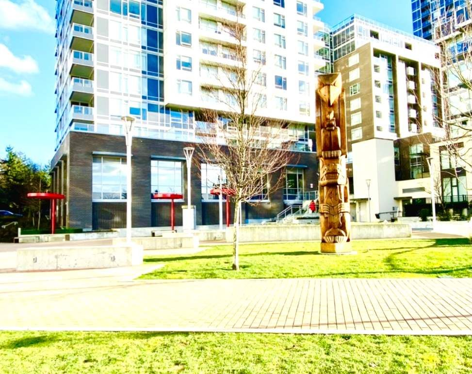 """Main Photo: 1510 5665 BOUNDARY Road in Vancouver: Collingwood VE Condo for sale in """"Wall Centre Central Park"""" (Vancouver East)  : MLS®# R2548238"""