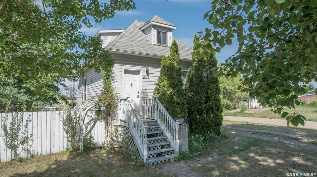 Main Photo: 401 Vancouver Avenue South in Saskatoon: Meadowgreen Residential for sale : MLS®# SK860917