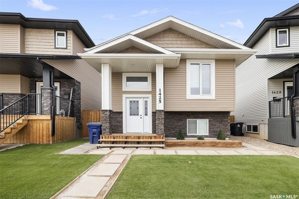 Main Photo: 1425 Besnard Drive in Martensville: Residential for sale : MLS®# SK852253