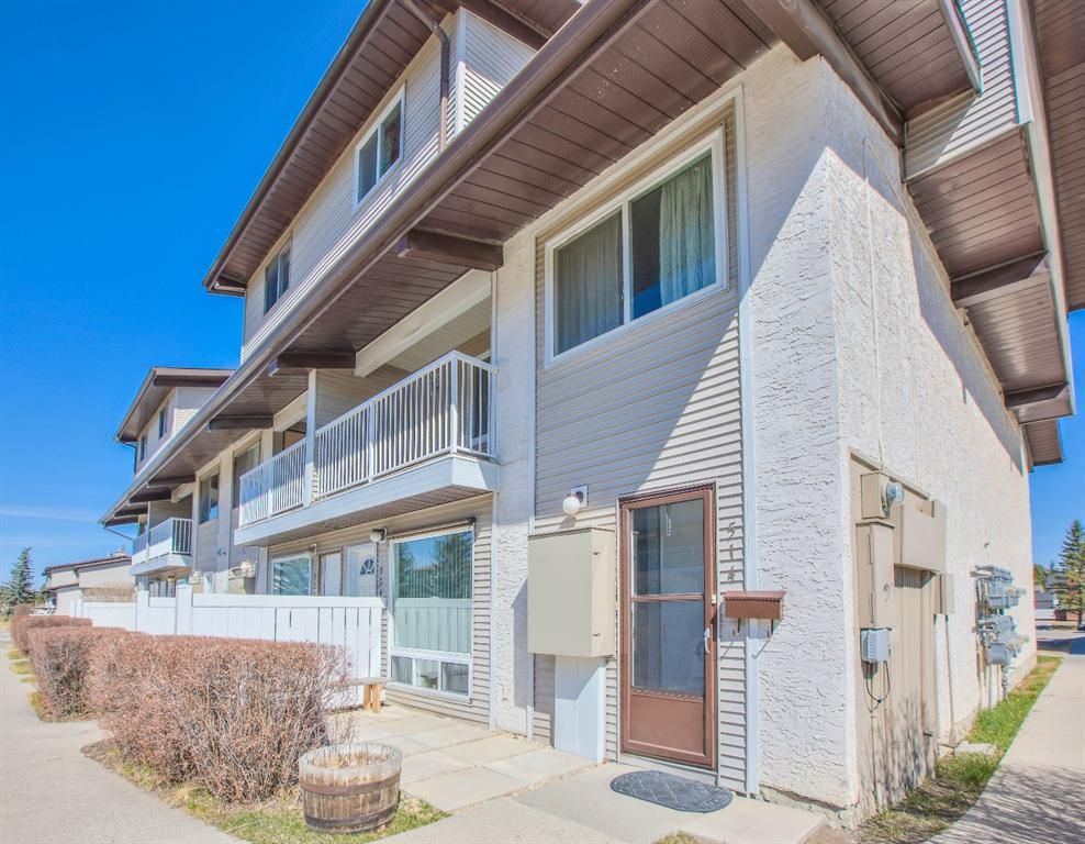 Main Photo: 514 200 Brookpark Drive SW in Calgary: Braeside Row/Townhouse for sale : MLS®# A1094257