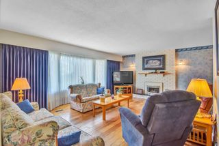 """Photo 4: 7444 BARMSTON Place in Delta: Nordel House for sale in """"Royal York"""" (N. Delta)  : MLS®# R2542398"""