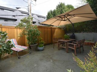 """Photo 9: 2669 W 10TH Avenue in Vancouver: Kitsilano Townhouse for sale in """"SIGNATURE COURT"""" (Vancouver West)  : MLS®# R2166556"""