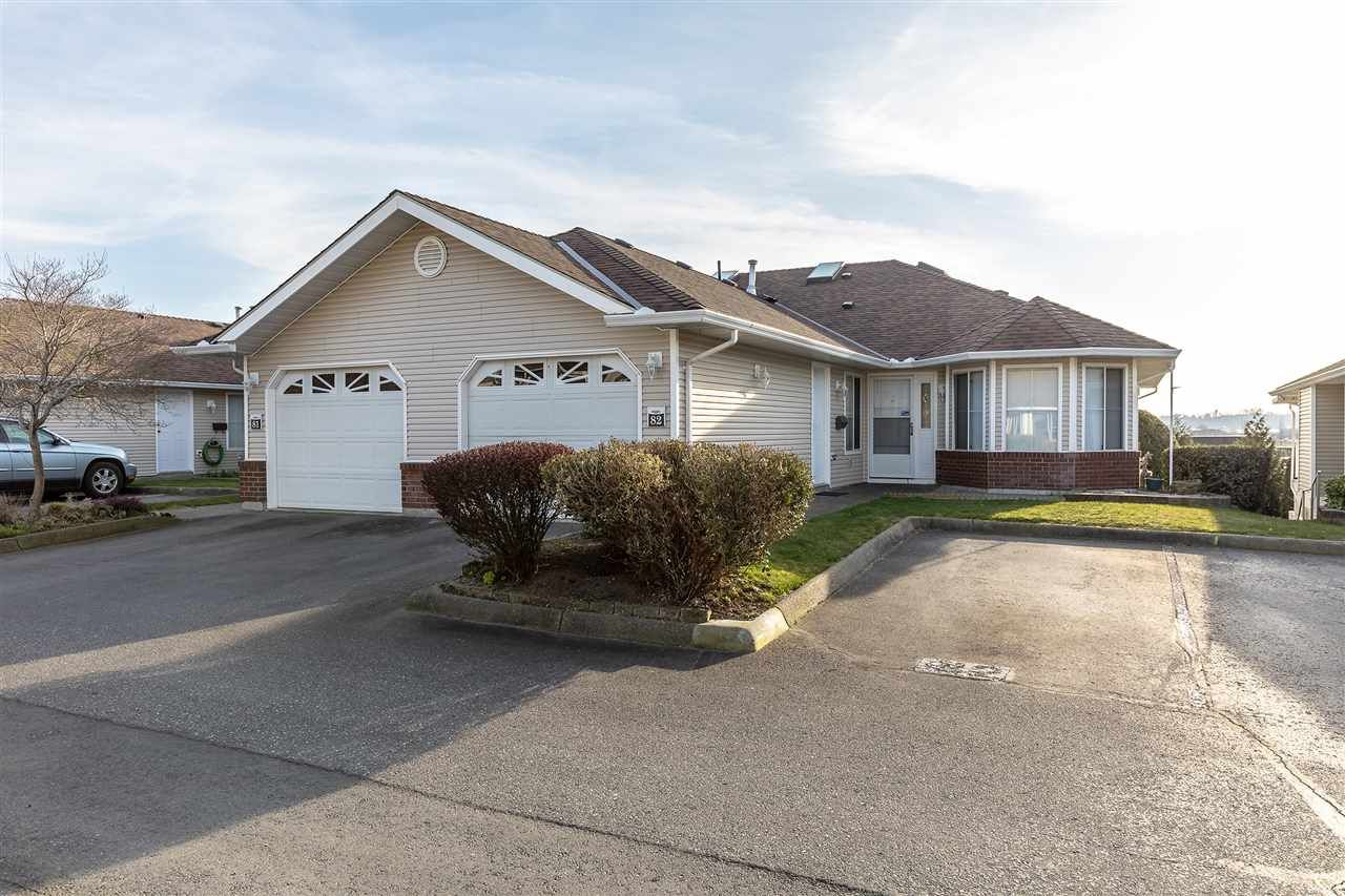 """Main Photo: 82 1973 WINFIELD Drive in Abbotsford: Abbotsford East Townhouse for sale in """"BELMONT RIDGE"""" : MLS®# R2446573"""