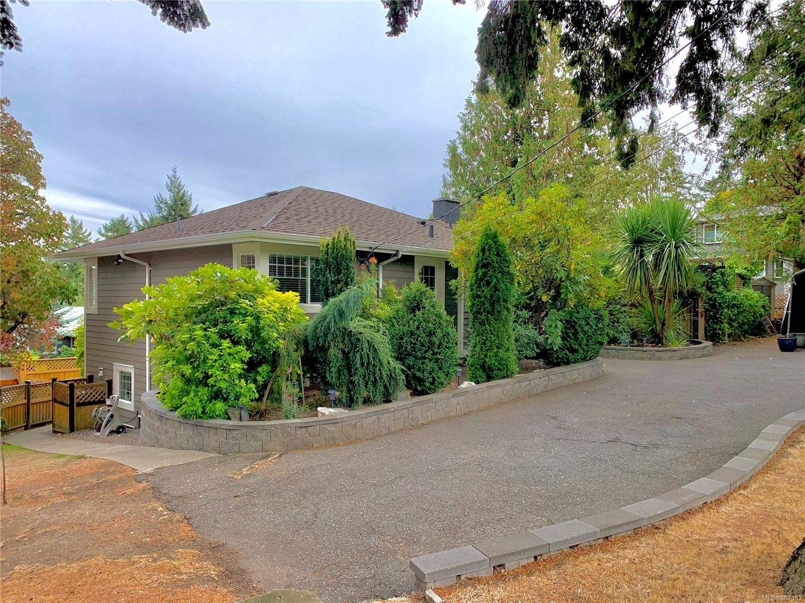 Main Photo:  in : SE Arbutus House for sale (Saanich East)  : MLS®# 887353