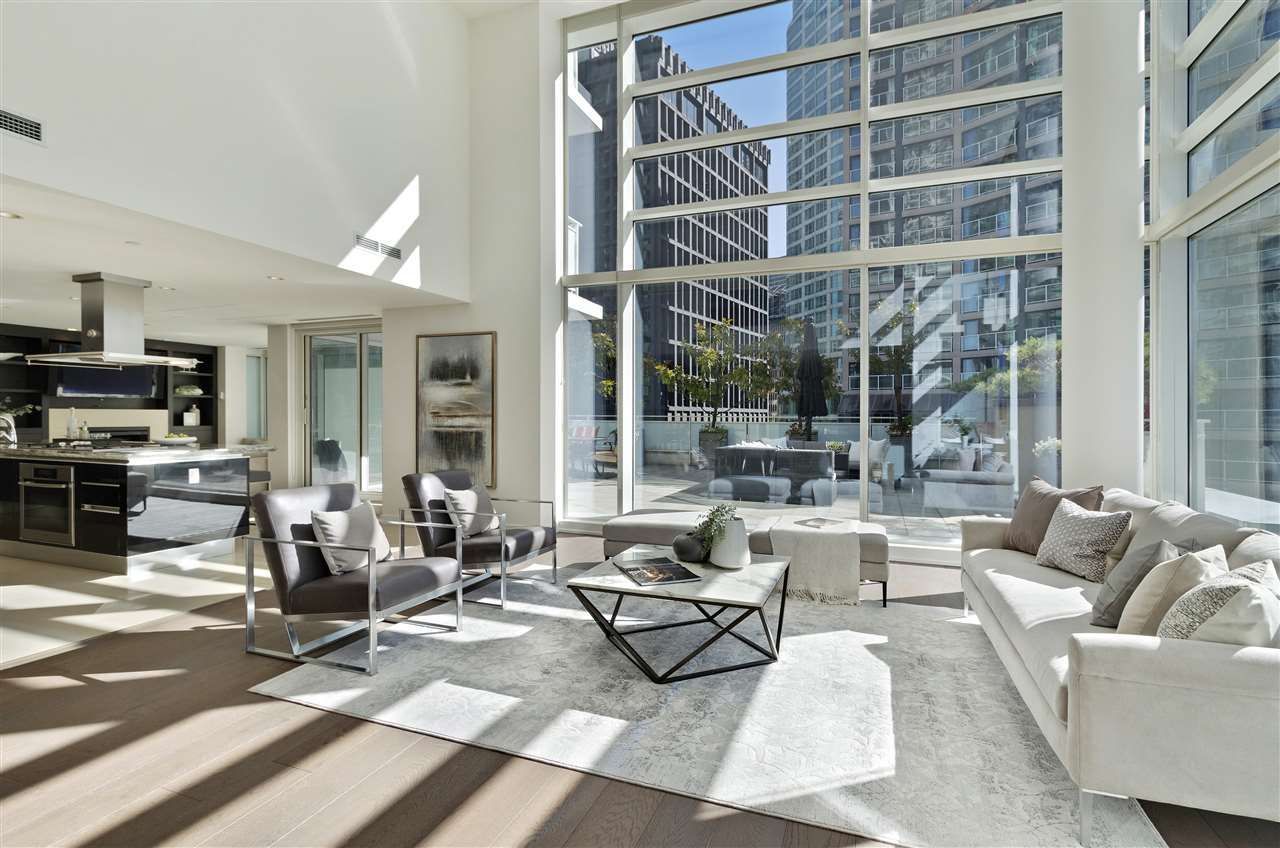 "Photo 5: Photos: 504 1139 W CORDOVA Street in Vancouver: Coal Harbour Condo for sale in ""Two Harbor Green"" (Vancouver West)  : MLS®# R2398290"