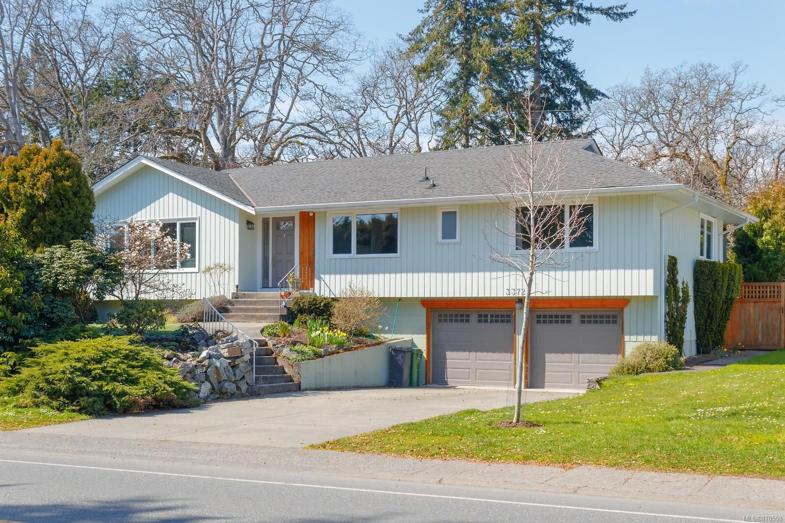 Main Photo: 3372 Henderson Rd in : OB Henderson House for sale (Oak Bay)  : MLS®# 870559