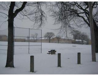 Photo 2: 130 LACY Street in WINNIPEG: East Kildonan Residential for sale (North East Winnipeg)  : MLS®# 2822351