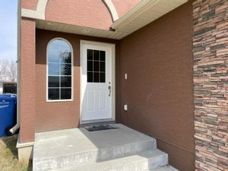 Photo 2: 2122 21 Avenue: Didsbury Row/Townhouse for sale : MLS®# A1100306