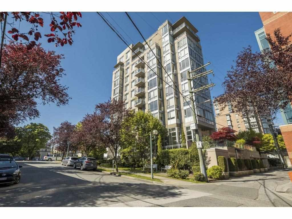 """Main Photo: 804 2483 SPRUCE Street in Vancouver: Fairview VW Condo for sale in """"Skyline on Broadway"""" (Vancouver West)  : MLS®# R2584029"""