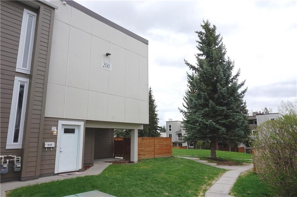 Main Photo: 212 13104 ELBOW Drive SW in Calgary: Canyon Meadows Row/Townhouse for sale : MLS®# C4297681