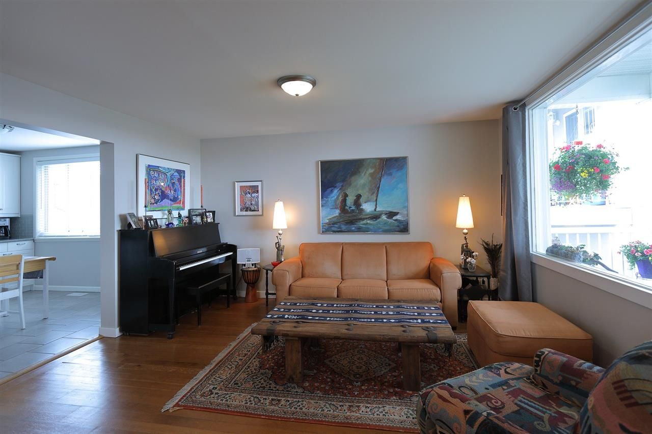 Photo 3: Photos: 1865 E 53RD Avenue in Vancouver: Killarney VE House for sale (Vancouver East)  : MLS®# R2383850