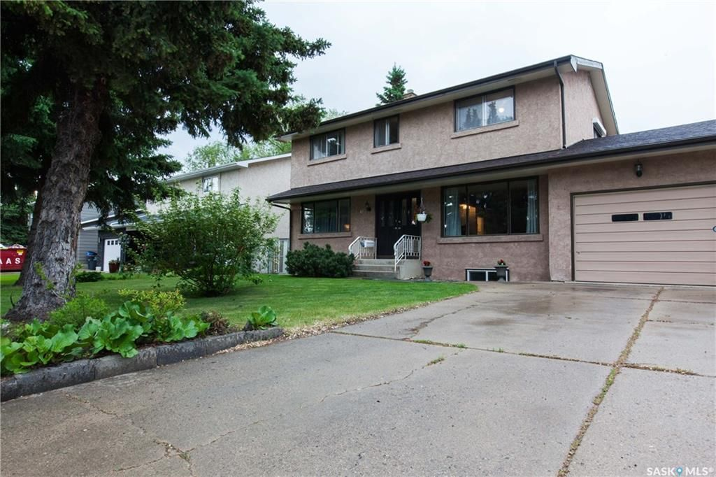 Main Photo: 70 Leddy Crescent in Saskatoon: West College Park Residential for sale : MLS®# SK734623