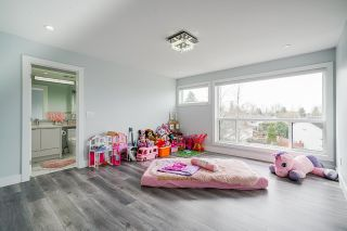 Photo 32: 6340 CHARBRAY Place in Surrey: Cloverdale BC House for sale (Cloverdale)  : MLS®# R2560301