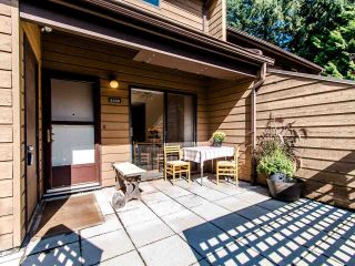 """Photo 3: 4336 GARDEN GROVE Drive in Burnaby: Greentree Village Townhouse for sale in """"GREENTREE VILLAGE"""" (Burnaby South)  : MLS®# R2406422"""