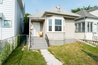 Photo 1: 220 Queen Street in Winnipeg: St James House for sale (5E)  : MLS®# 1823356