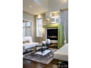 Photo 9: 2162 Neil St in VICTORIA: OB Henderson House for sale (Oak Bay)  : MLS®# 706872