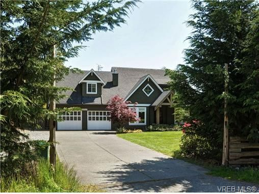 Main Photo: 1965 W Burnside Rd in VICTORIA: VR Hospital House for sale (View Royal)  : MLS®# 701142