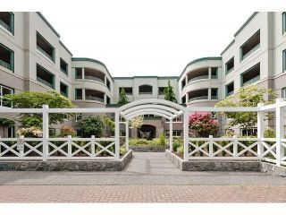 Photo 1: # 402 1725 128TH ST in Surrey: Crescent Bch Ocean Pk. Condo for sale (South Surrey White Rock)  : MLS®# F1441077