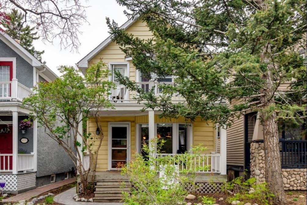 Main Photo: 423 11 Avenue NE in Calgary: Renfrew Detached for sale : MLS®# A1112017