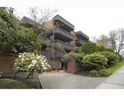 """Main Photo: 216 1405 W 15TH Avenue in Vancouver: Fairview VW Condo for sale in """"LANDMARK GRAND APTS"""" (Vancouver West)  : MLS®# V719070"""