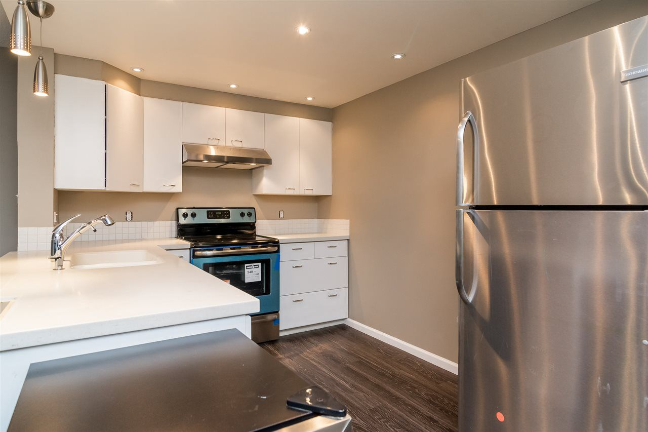 """Main Photo: 403 121 TENTH Street in New Westminster: Uptown NW Condo for sale in """"VISTA ROYALE"""" : MLS®# R2128368"""