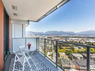 """Photo 4: 2205 285 E 10TH Avenue in Vancouver: Mount Pleasant VE Condo for sale in """"The Independent"""" (Vancouver East)  : MLS®# R2599683"""