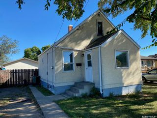 Photo 1: 65 13th Avenue Southeast in Swift Current: Residential for sale : MLS®# SK871477