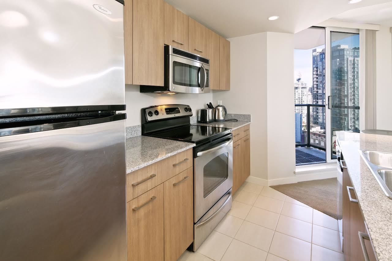 """Main Photo: 1509 1212 HOWE Street in Vancouver: Downtown VW Condo for sale in """"1212 HOWE by WALL FINANCIAL"""" (Vancouver West)  : MLS®# R2052065"""