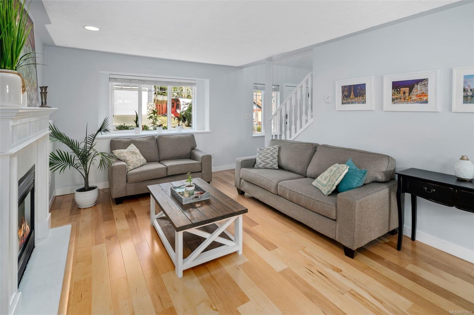 Photo 3: Photos: 521 Selwyn Oaks Pl in : La Mill Hill House for sale (Langford)  : MLS®# 871051