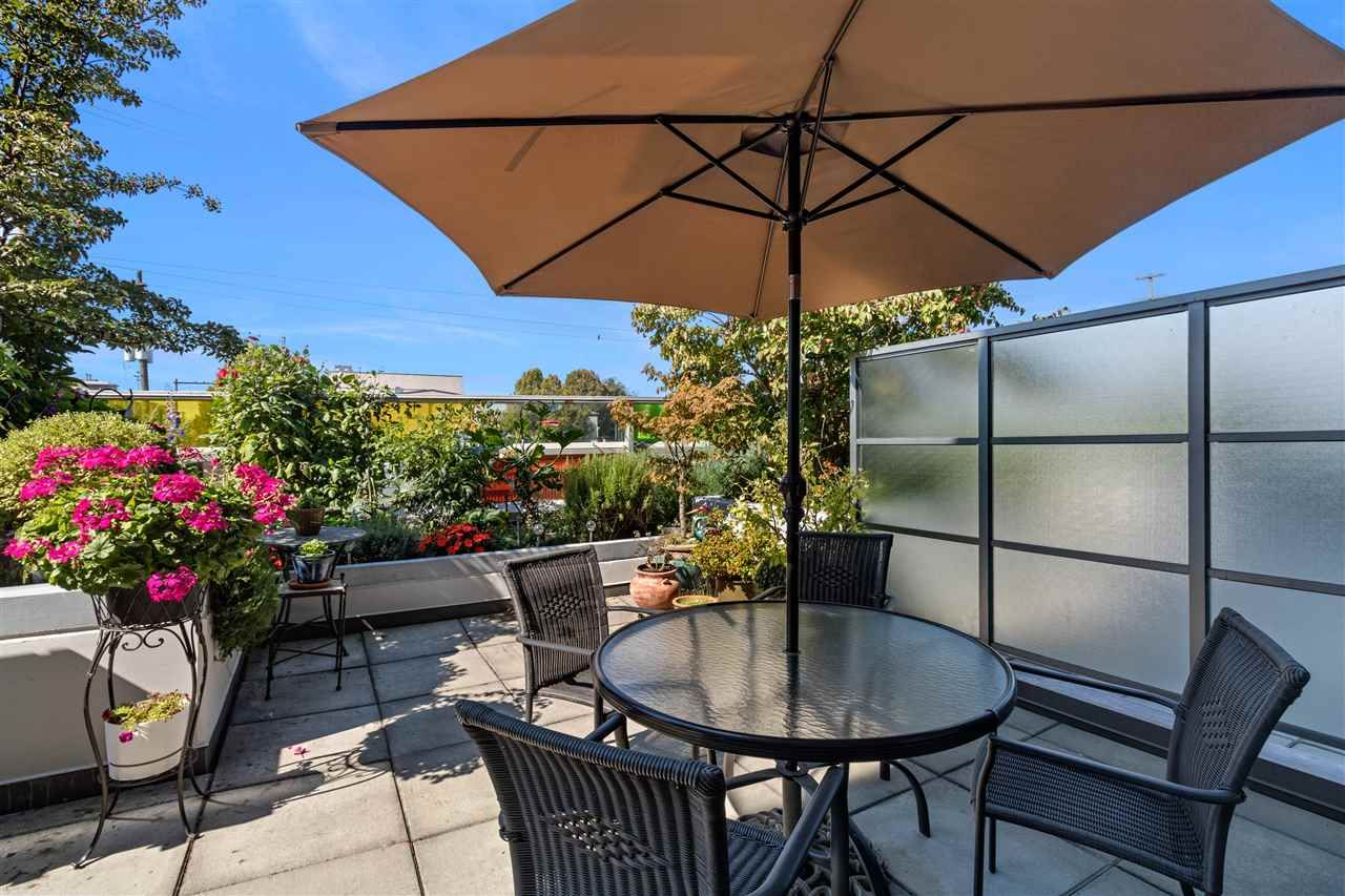"""Main Photo: 261 2080 W BROADWAY in Vancouver: Kitsilano Condo for sale in """"Pinnacle Living on Broadway"""" (Vancouver West)  : MLS®# R2496208"""