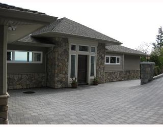 Main Photo: 1371 BURNSIDE RD in : Chartwell House for sale : MLS®# V747587