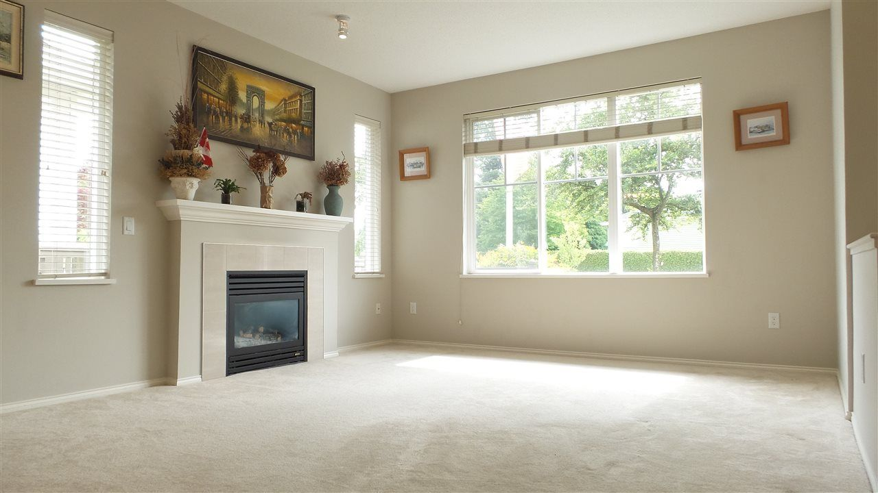 Photo 4: Photos: 5 15868 85 AVENUE in Surrey: Fleetwood Tynehead Townhouse for sale : MLS®# R2075002